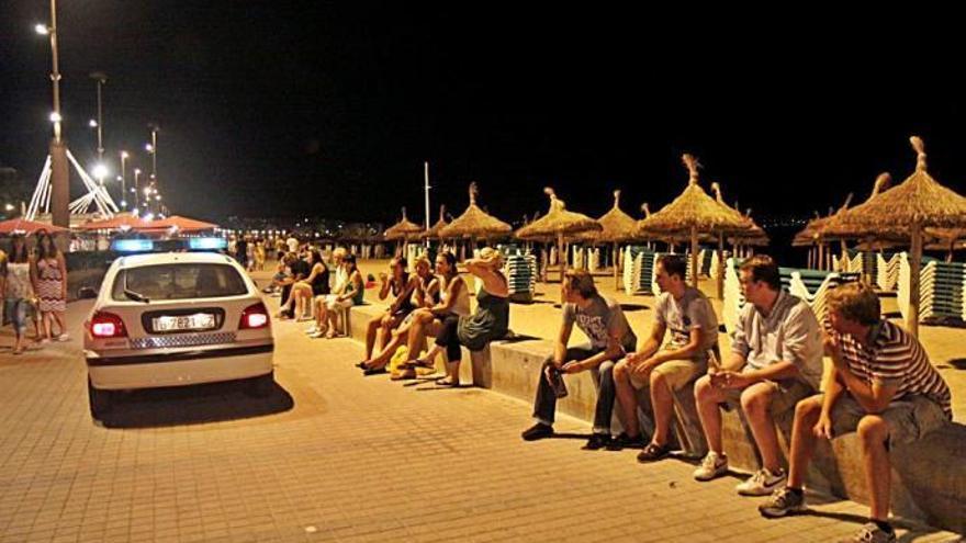 Zwei Mallorca-Urlauber schlagen ihre Frauen