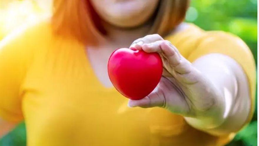 Quins riscos potencialment mortals té el greix acumulat al voltant del cor?