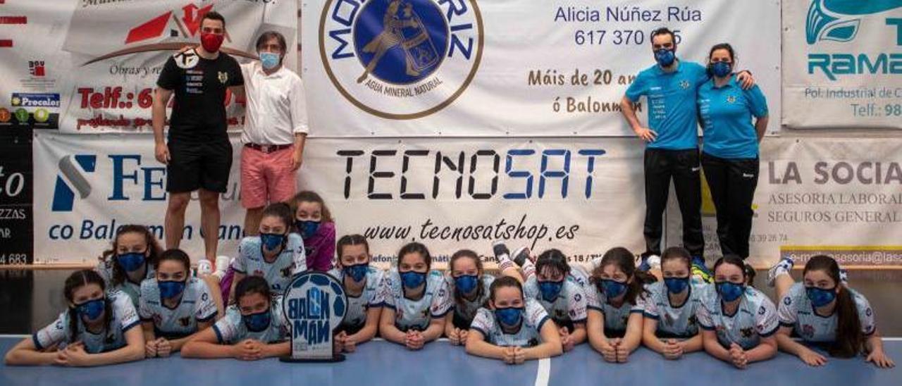Equipo infantil femenino del Tecnosat Cangas. |  // FDV
