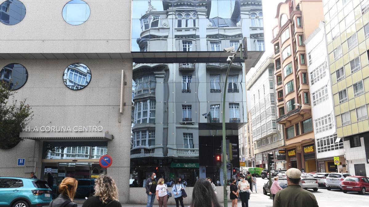 Fachada principal del hotel Hesperia de Juan Flórez.