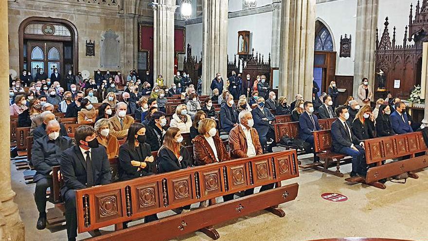 """Familia y amigos despiden a Carlos Mantilla en Santiago de Vigo: """"Se va una leyenda"""""""