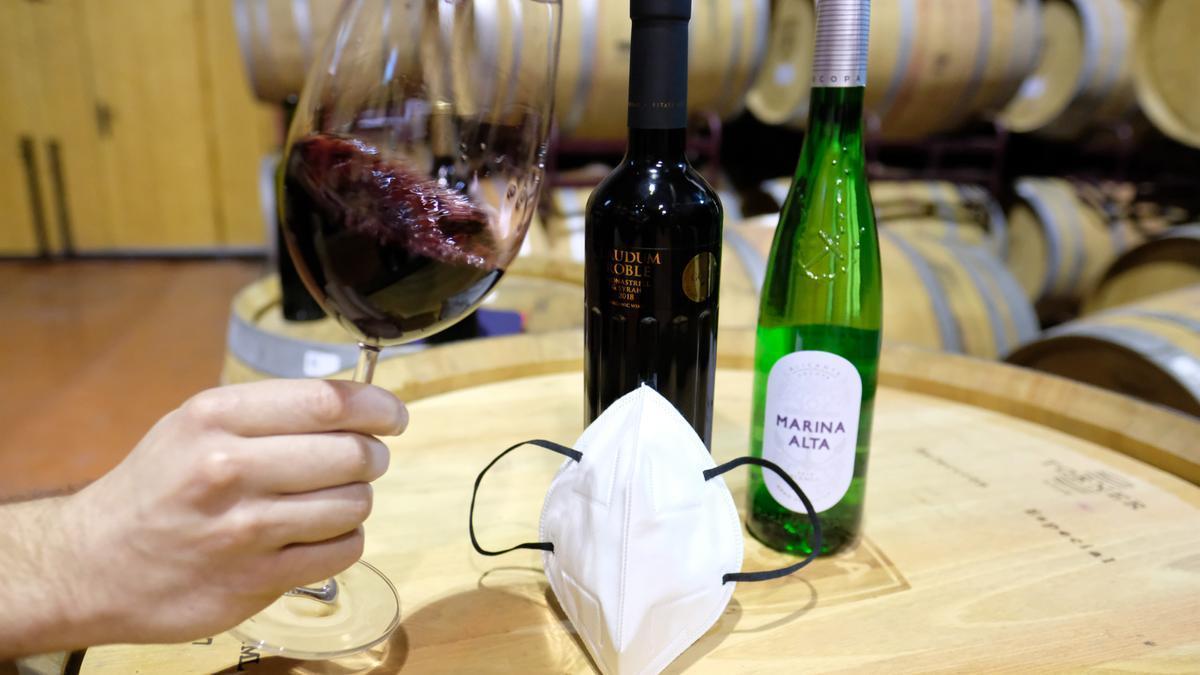 Carlos es experto en la cata de vinos