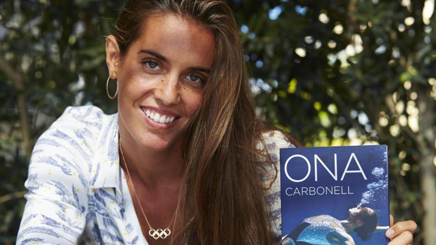 """Ona Carbonell repassa la seva carrera en el llibre """"Tres minuts, quaranta segons"""""""