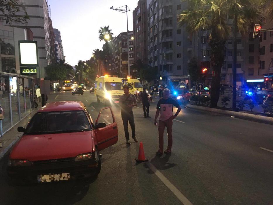 Sucesos Un coche y una moto de reparto colisionan en Olof Palme