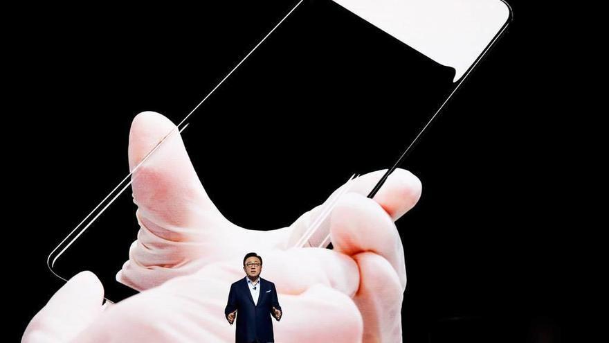 Samsung presenta el Galaxy S8 móvil con gran pantalla y asistente virtual