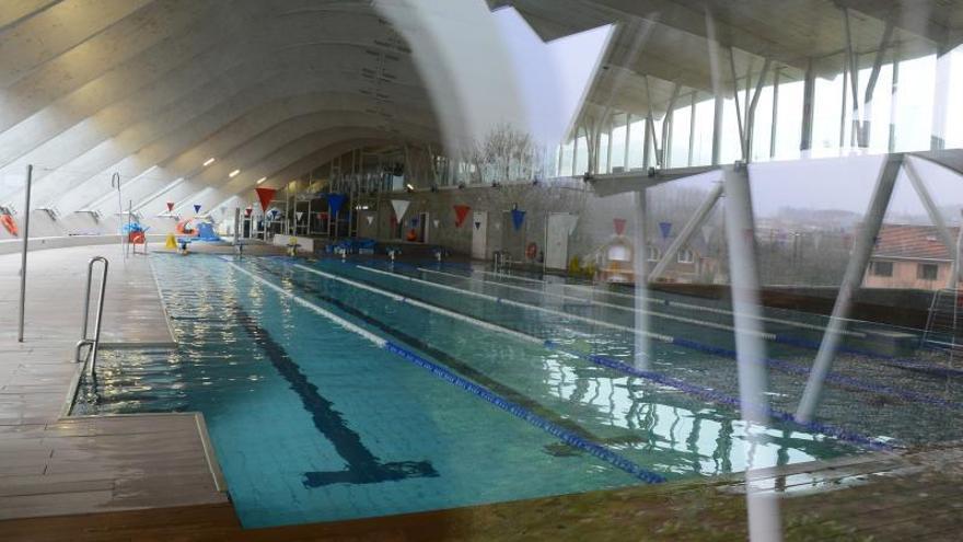 """El plan de gestión de la piscina y el dinero para comprar terrenos """"sanitarios"""" en A Rúa, al Pleno ordinario"""