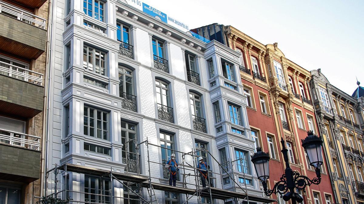La fachada principal del Edificio Campoamor