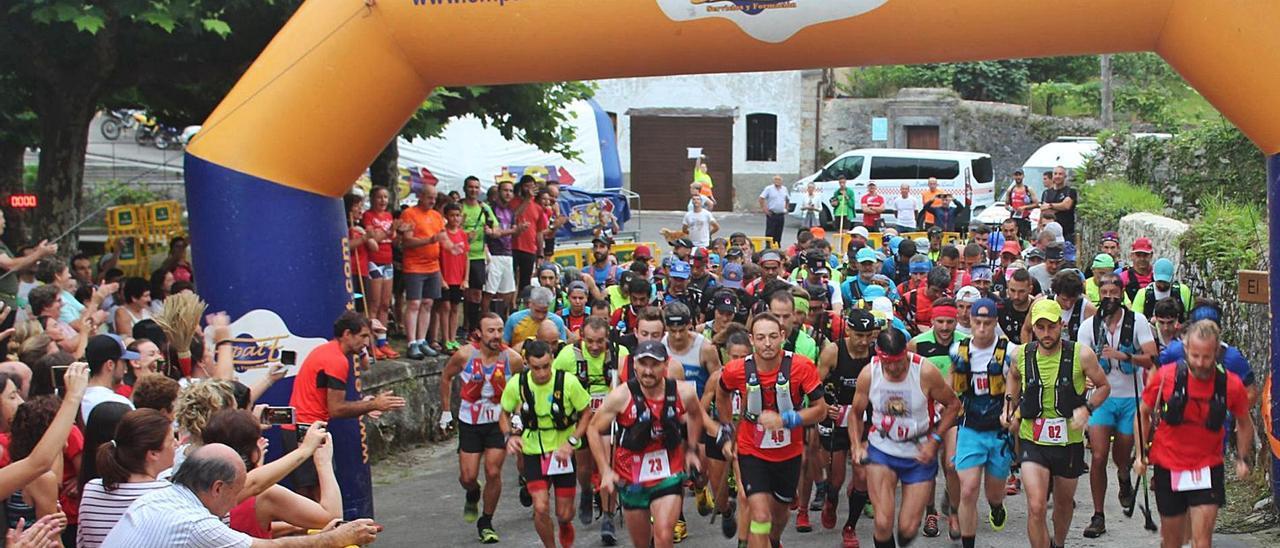 Participantes en la carrera, en una de las pasadas ediciones del Trail del Cuera.   Trail del Cuera