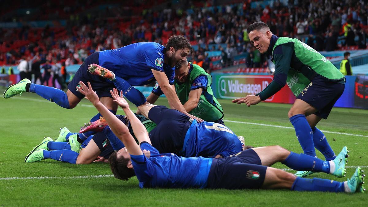 Los jugadores de Italia celebran uno de los goles ante Austria.