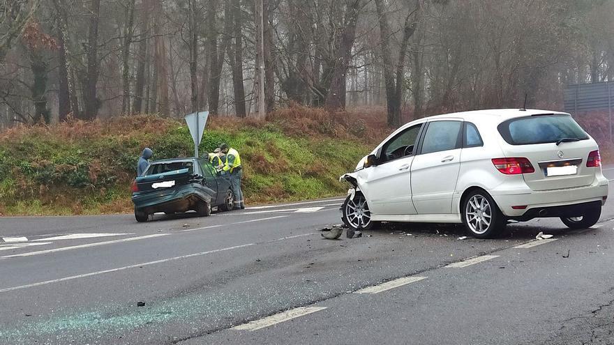 Accidente en la carretera que une A Estrada y Forcarei