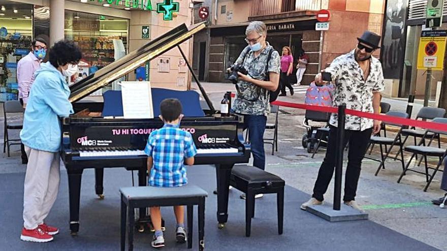 El Maria Canals porta cua apropa la música a tothom amb el seu piano de cua