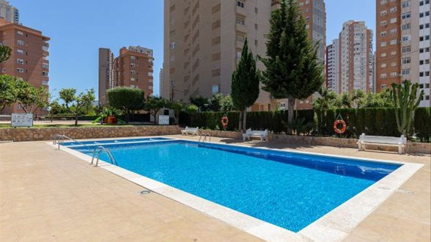 Consigue un piso en Benidorm con terraza y piscina por menos de 48.000 euros