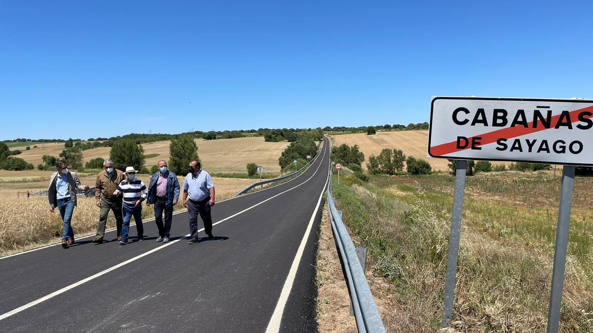 Visita de responsables de la Diputación a la carretera de Cabañas de Sayago