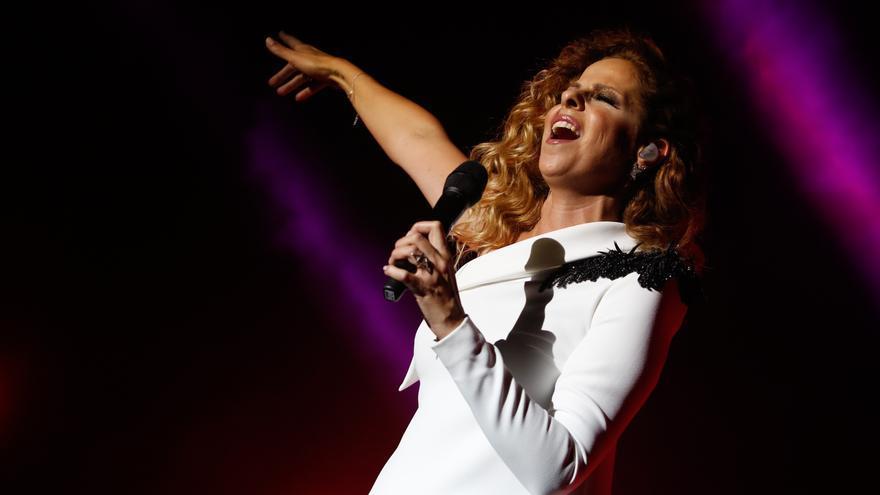 Suspendido por la lluvia el concierto de Pastora Soler tras 20 minutos de actuación