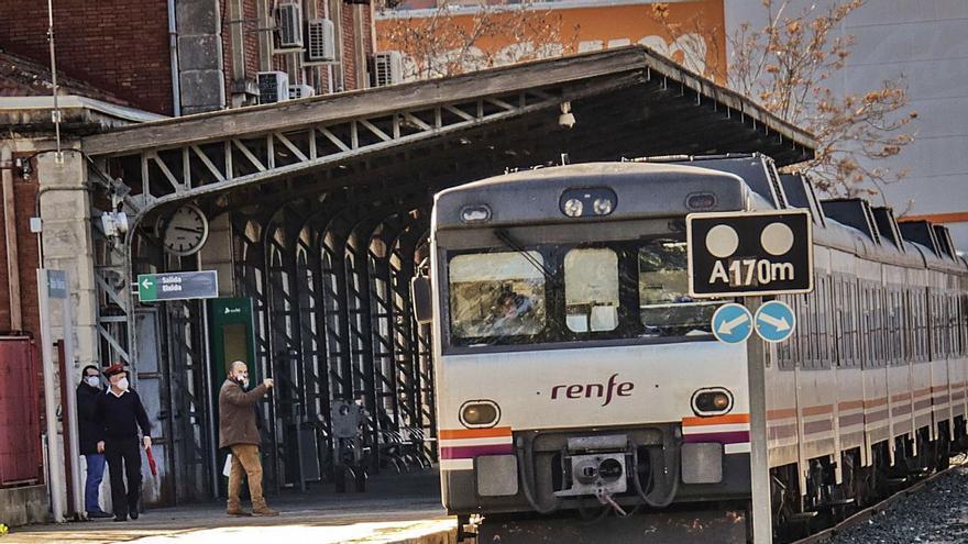 Expertos apuestan por la cesión a la Generalitat del tren Alcoy-Xàtiva