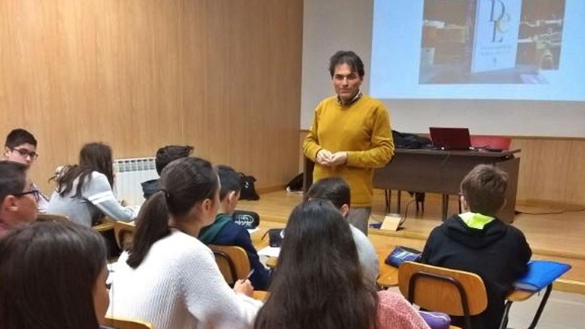 Uno de los profesores participantes, durante las jornadas del curso pasado. | Instituto Castellano y Leonés de la Lengua