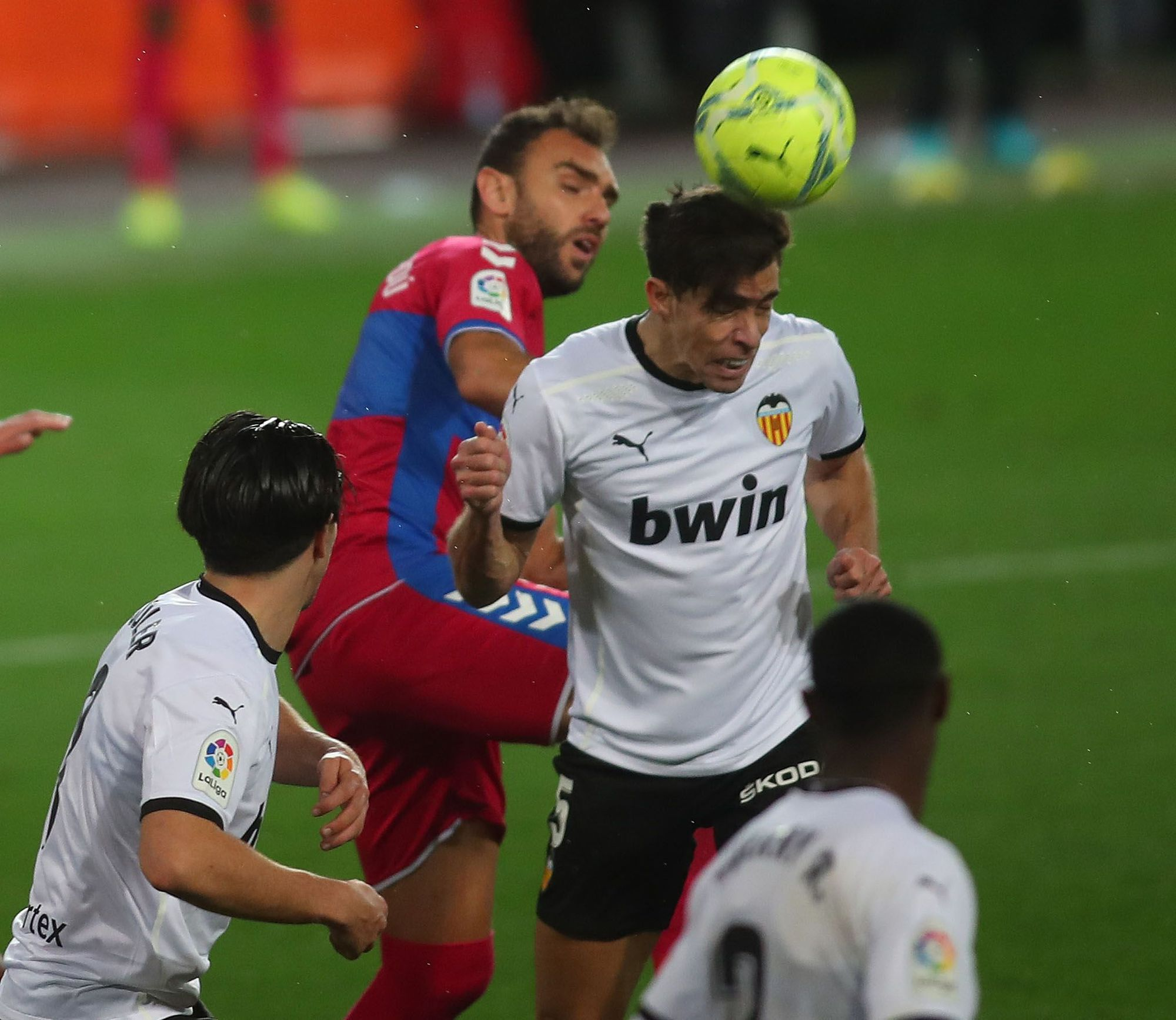 Las imágenes la victoria del Valencia CF frente al Elche