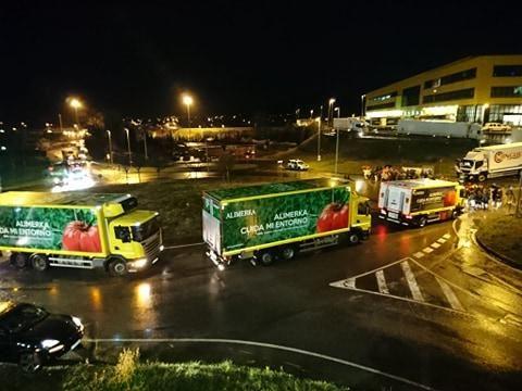 Bloqueo de camiones en la noche del viernes.