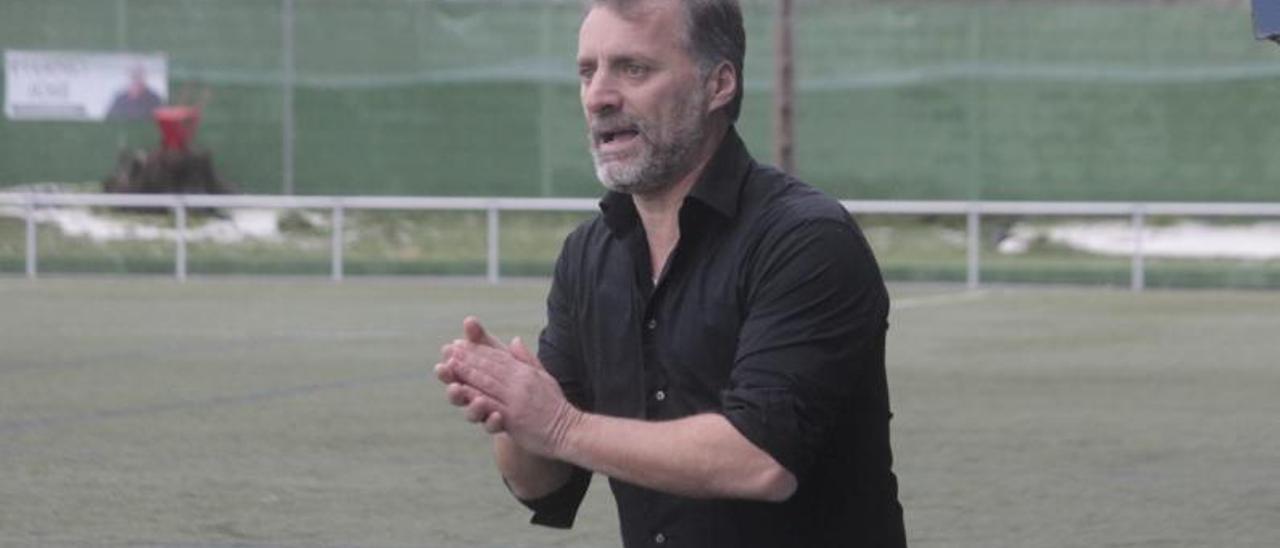 Óscar García durante un partido con el Beluso. |  // SANTOS ÁLVAREZ