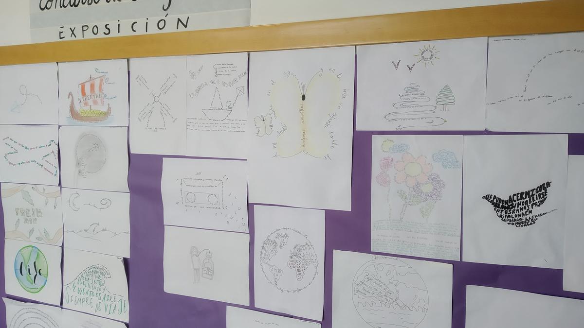 Exposición de todos los trabajos en uno de los pasillos del instituto zaragozano.