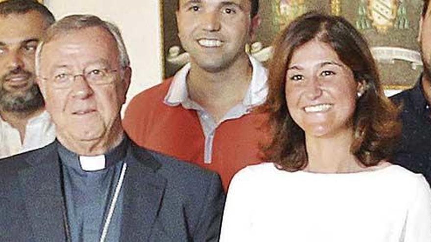 El Obispo fulmina a su fichaje educativo estrella a los cuatro meses de nombrarla