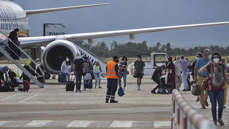 Els turistes de Polònia i Alemanya salven el trànsit aeri de l'aeroport