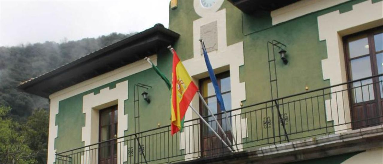 Manifestación en Santo Adriano por dos despidos