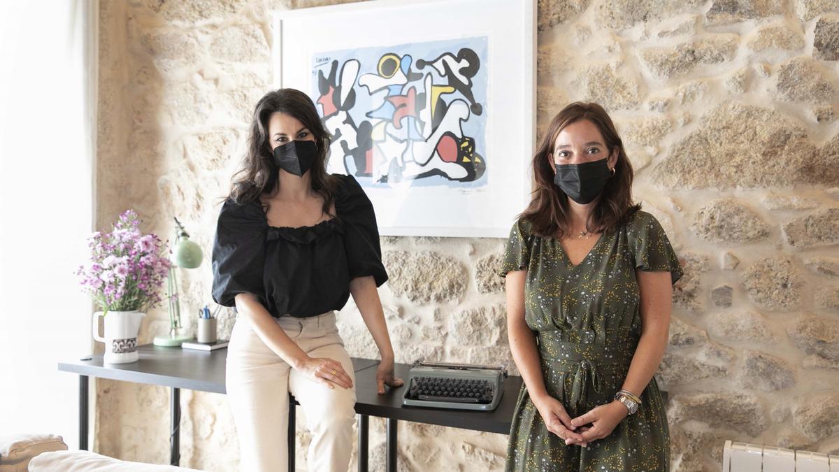 Inés Rey y Yolanda Castaño en la presentación de la residencia literaria 'Ciudad de A Coruña'.