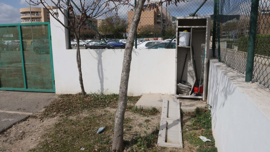 Los vecinos denuncian el deterioro  del parque canino de Can Misses, en Ibiza