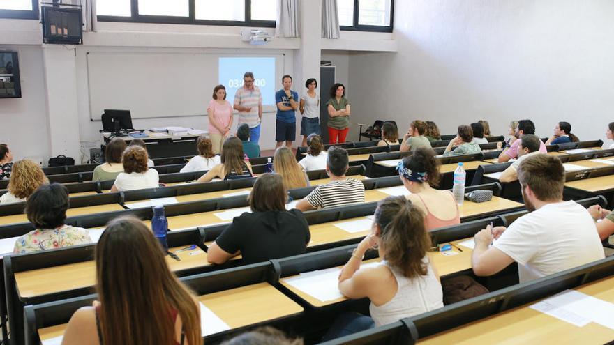 El Govern se compromete a organizar oposiciones en Educación tres años seguidos
