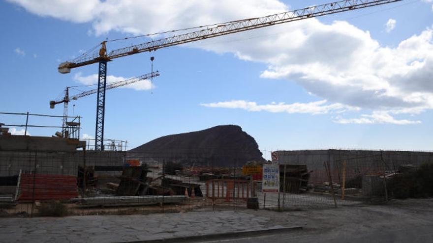 Salvar La Tejita exige al Gobierno canario que paralice la construcción del hotel
