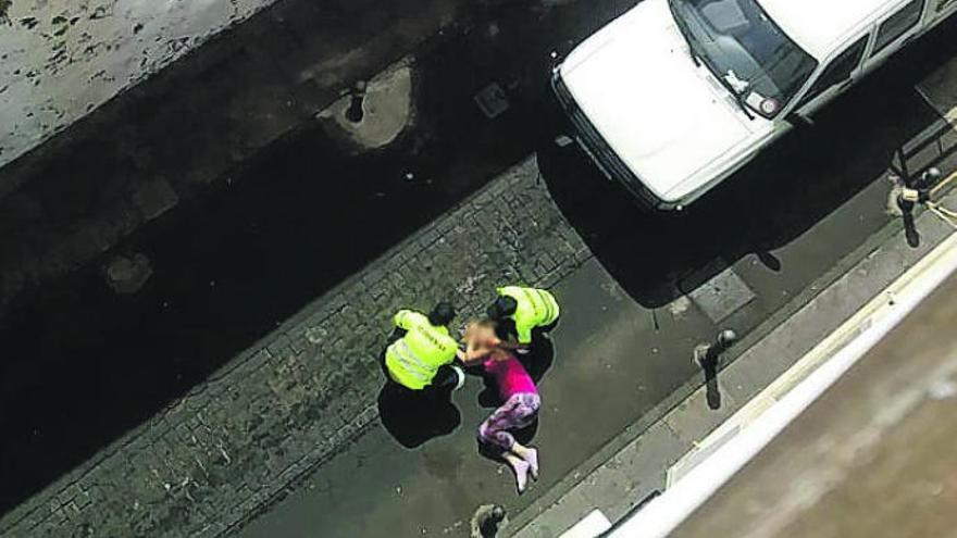 Apuñala a su expareja en el cuello tras salir de la prisión en Tenerife