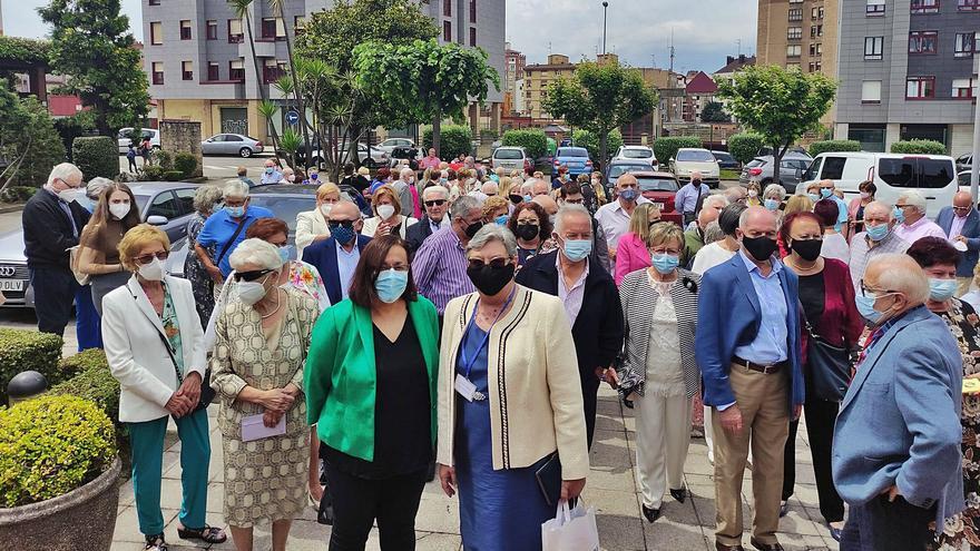 Un banquete por la vacunación: así fue el reencuentro de decenas de pensionistas en Gijón