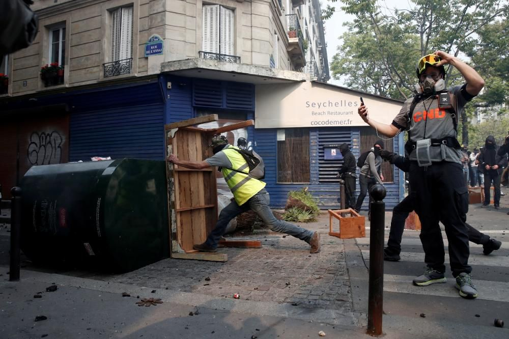 Disturbis a París durant la manifestació de l'1 de maig