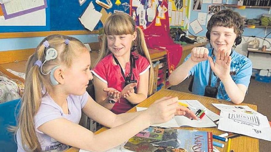 Reclaman más apoyo para el alumnado sordo