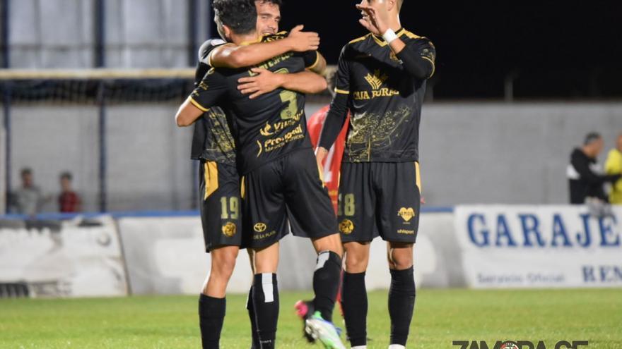El Zamora afina su puntería ante el Benavente (0-7)