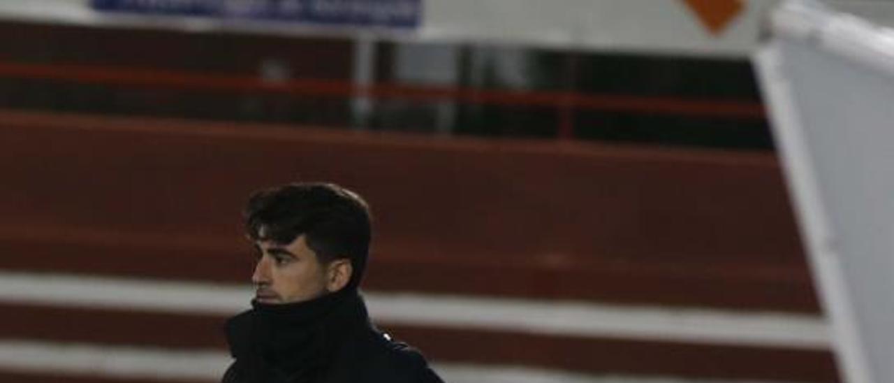 Pau Quesada, como entrenador de la UD Alzira.   VICENT M. PASTOR
