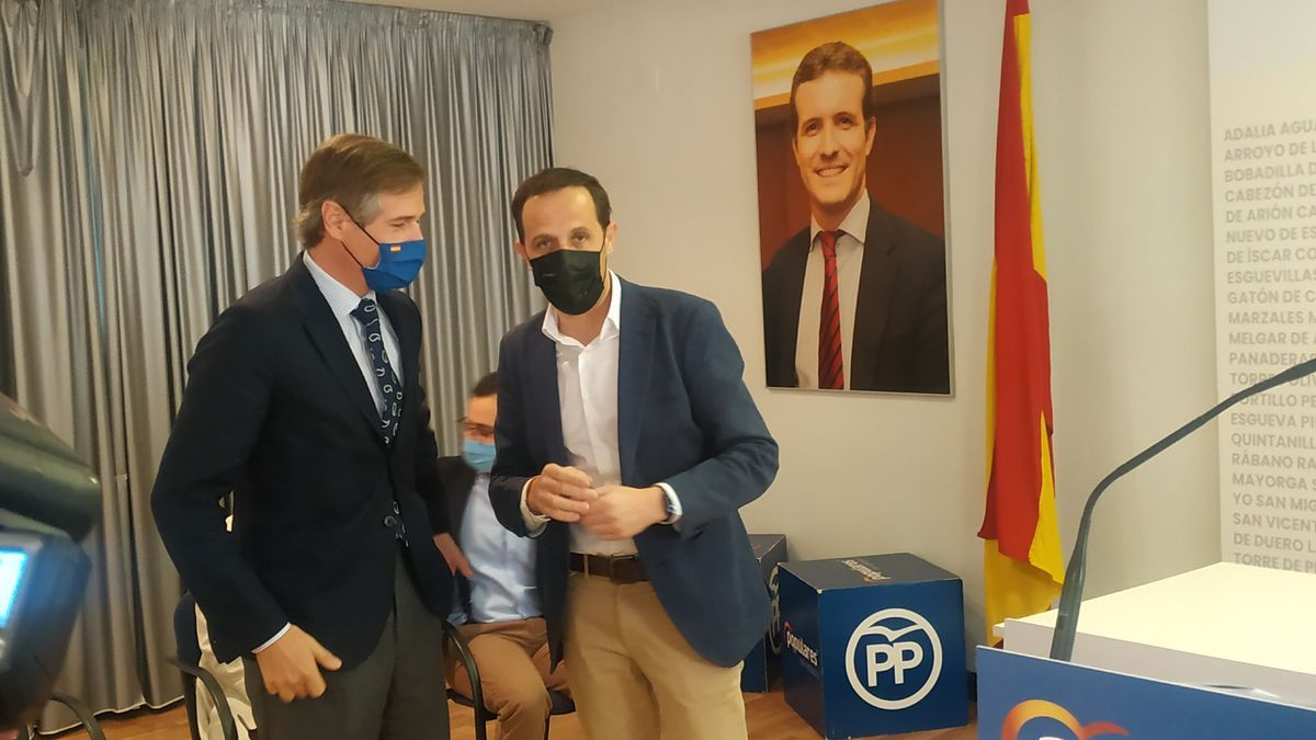 González Terol y Conrado Íscar, en la sede del PP de Valladolid.