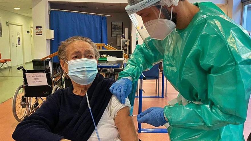 Can Misses inicia la vacunación de 1.306 sanitarios en primera línea del covid en las Pitiusas