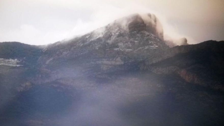 El frío y la lluvia dejan las primeras imágenes de Penyagolosa nevado