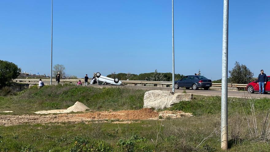 Accidente sin heridos en el Alto de San Isidro de Zamora capital a pesar de su espectacularidad
