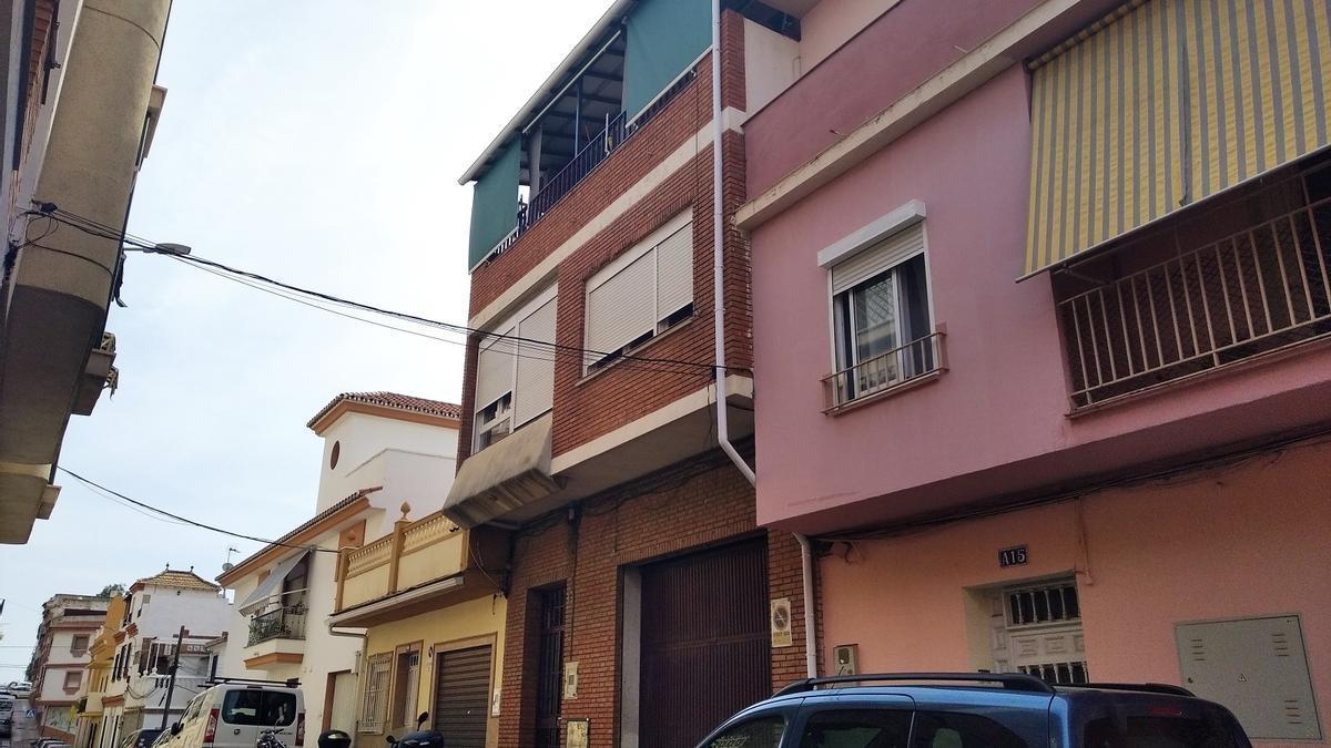 La vivienda de calle Mendoza Tenorio cuya familia ha solicitado el permiso para el ascensor.