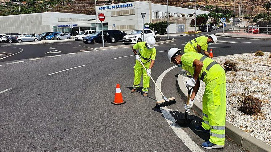 El Cabildo de La Gomera activa el nuevo servicio de mantenimiento y conservación de vías