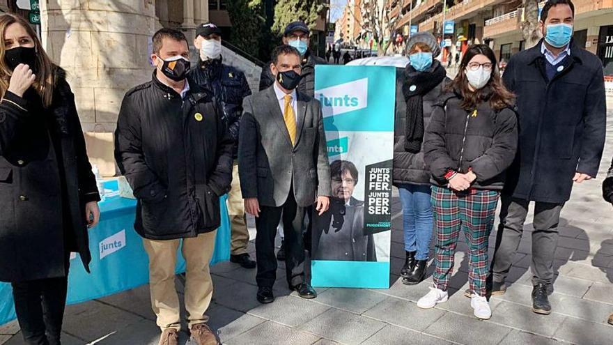 Jaume Alonso-Cuevillas fa campanya per Junts al Passeig de Manresa