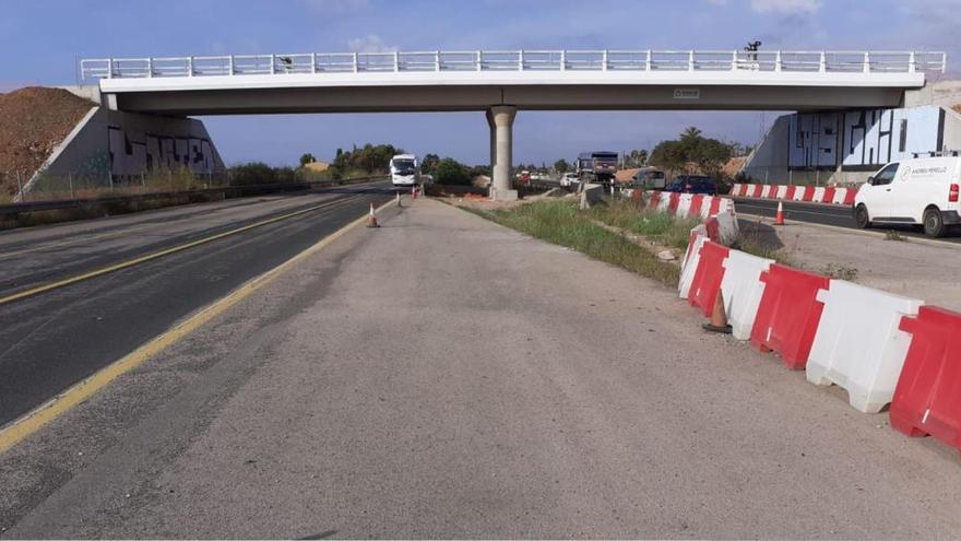 Sechs 24-Tonner testen neue Brücke auf Inca-Autobahn