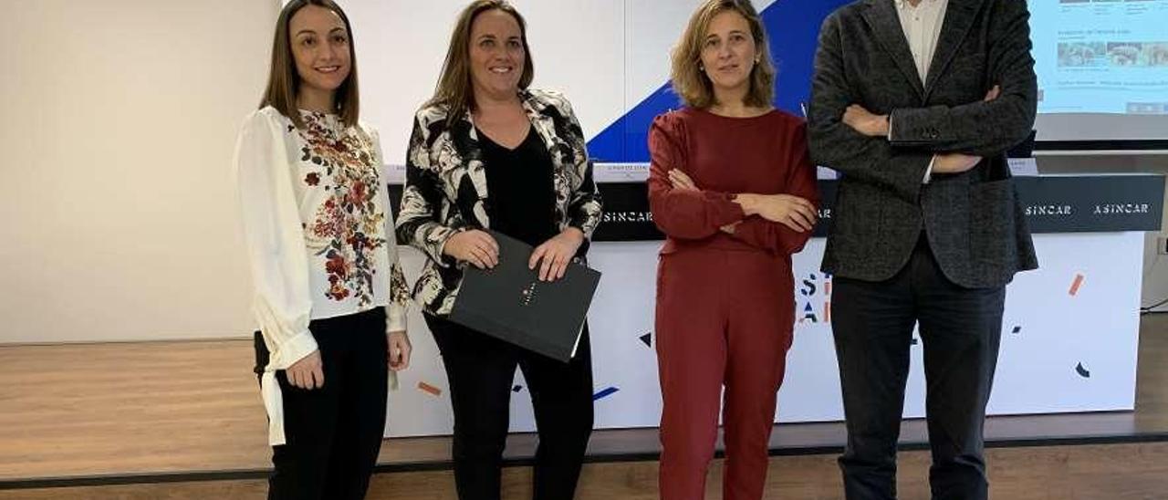 Por la izquierda, Patricia Castro, Susana García, Leticia del Estal y Juan Díaz, ayer, en Noreña.