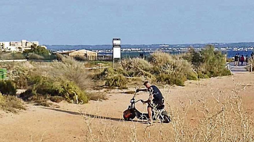 Los empresarios del alquiler de motos eléctricas piden más horas de circulación