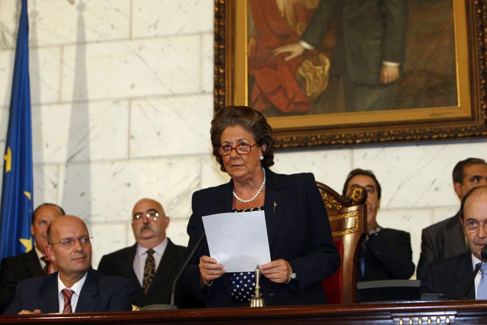 Son las 19.35 horas del 17 de octubre de 2007. Rita Barberá está a punto de dar a conocer el nombre de las elegidas como falleras mayores de València de 2008.