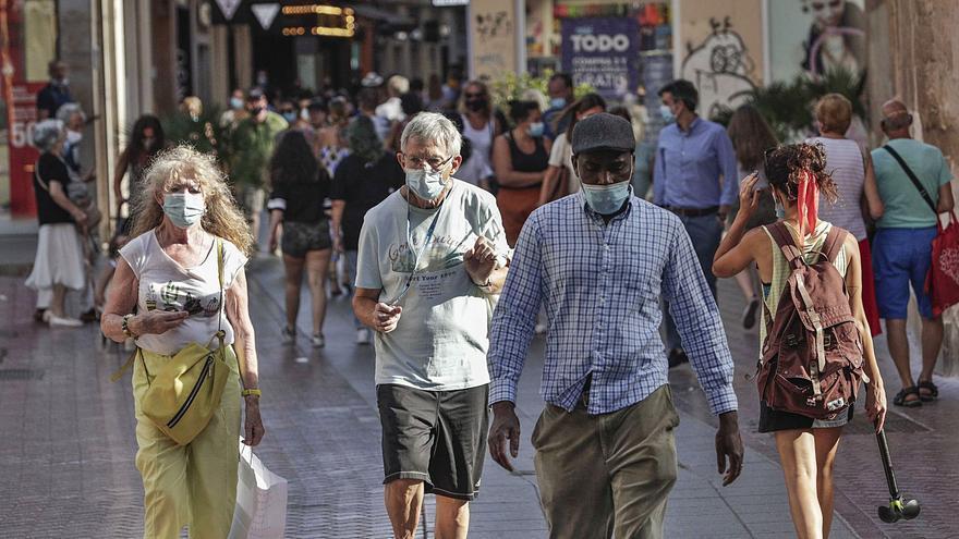 La calle Sant Miquel supera la afluencia de personas que tenía antes de la pandemia