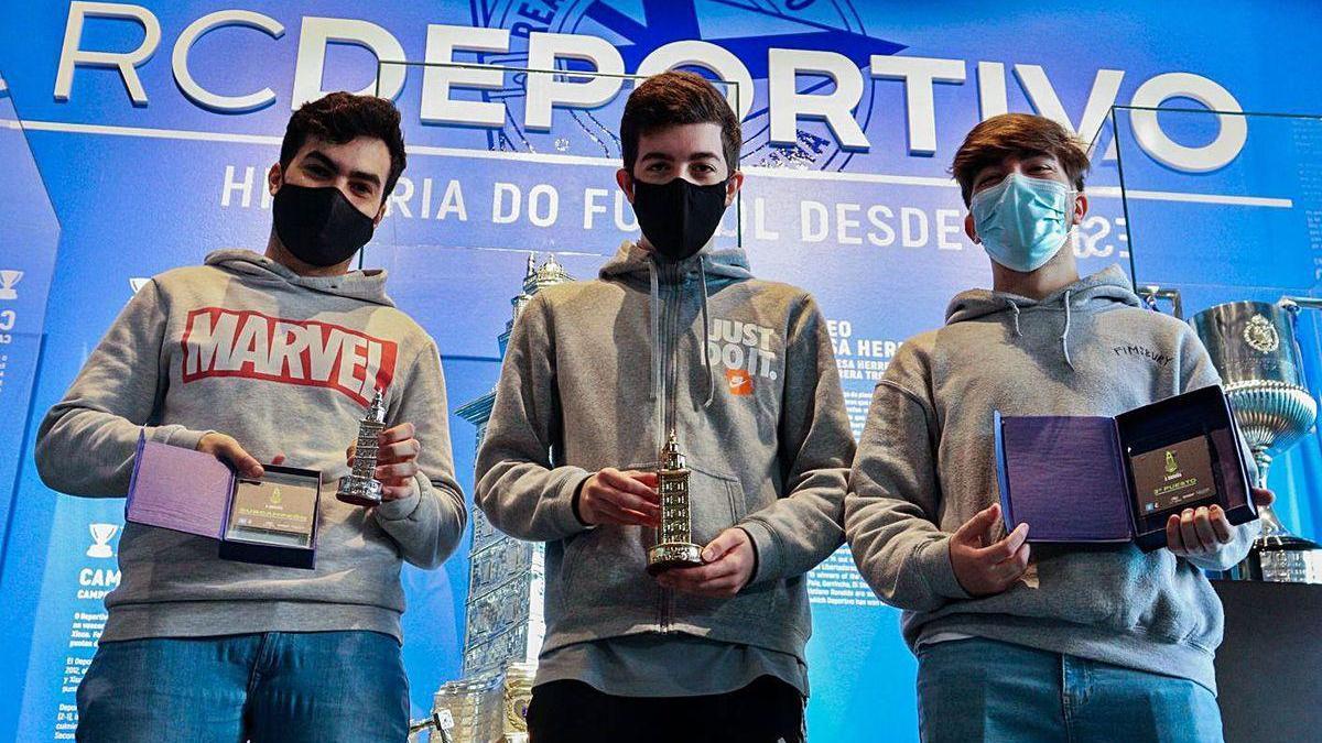 Adrián Martínez, subcampeón; Diego Sánchez, campeón; y Borja Longueira, tercer clasificado.